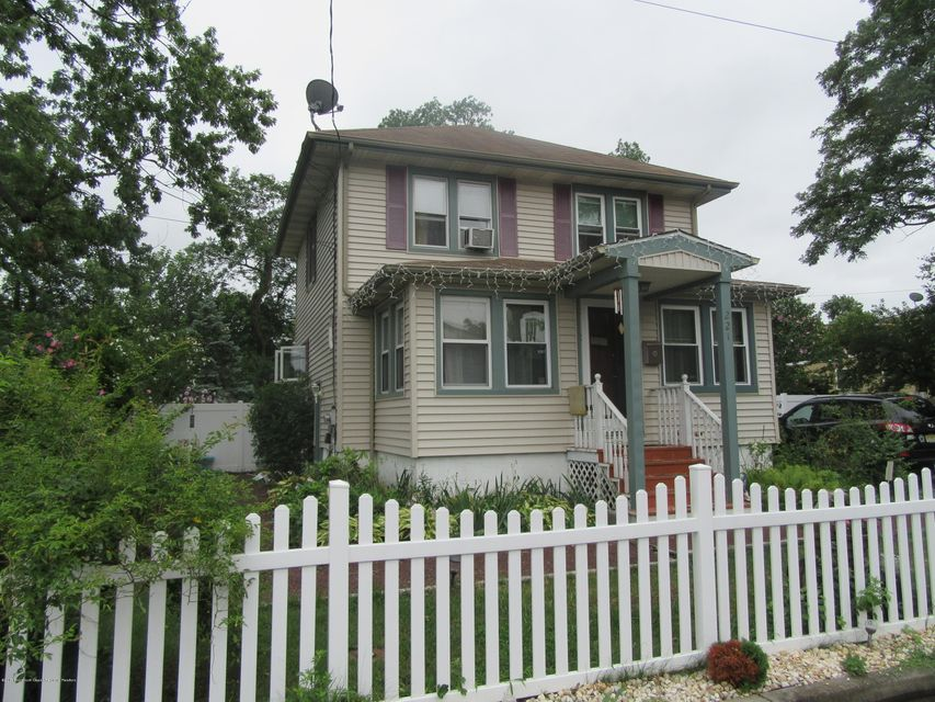 Maison unifamiliale pour l Vente à 221 Sunset Avenue 221 Sunset Avenue Port Monmouth, New Jersey 07758 États-Unis