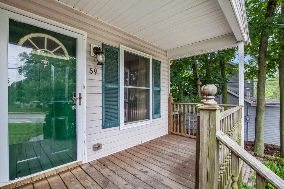 Maison unifamiliale pour l Vente à 59 Chapel Hill Road 59 Chapel Hill Road Middletown, New Jersey 07748 États-Unis