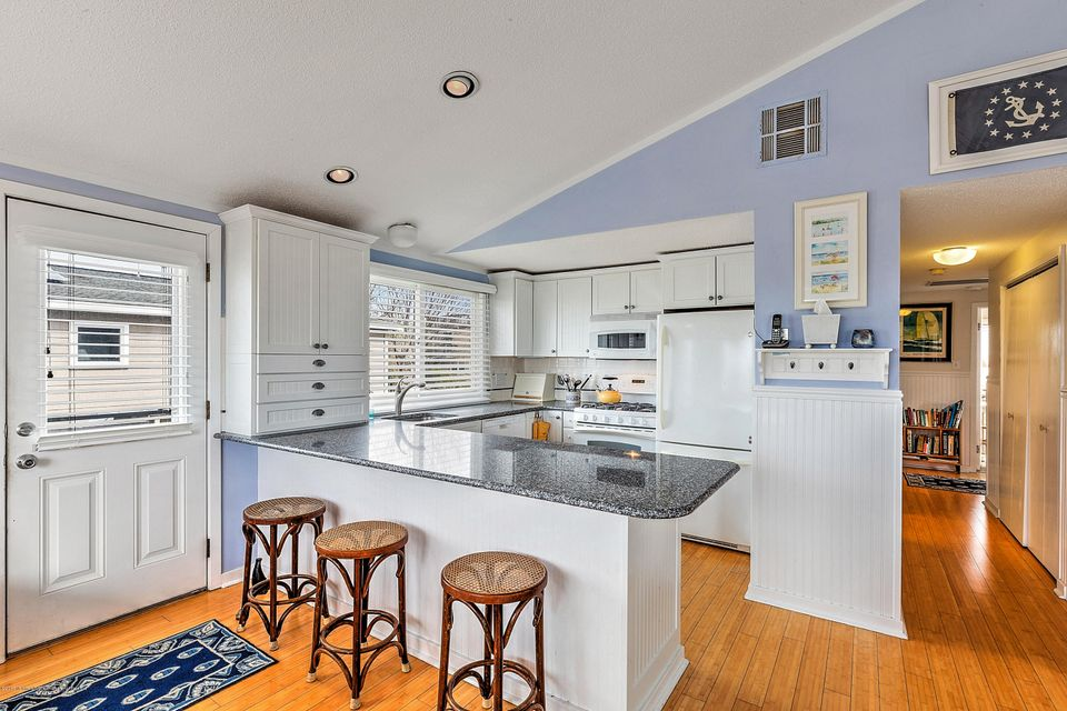 Additional photo for property listing at 329 Pearl Street 329 Pearl Street Beach Haven, Nova Jersey 08008 Estados Unidos