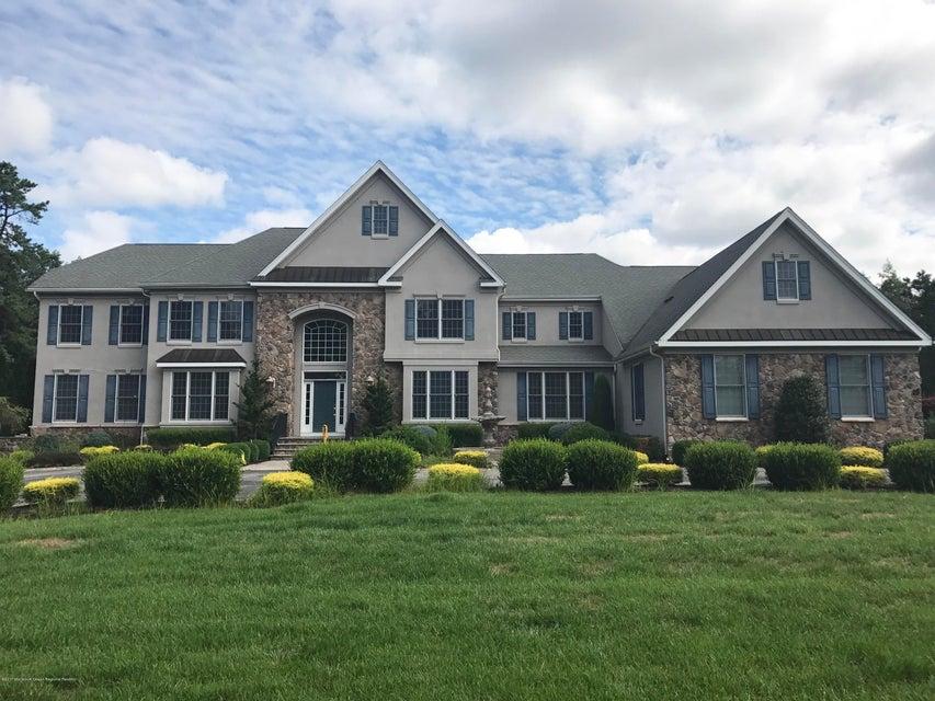 Casa Unifamiliar por un Venta en 15 Winding Woods Way Freehold, Nueva Jersey 07728 Estados Unidos
