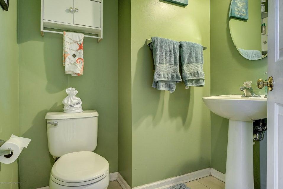 012_Bathroom