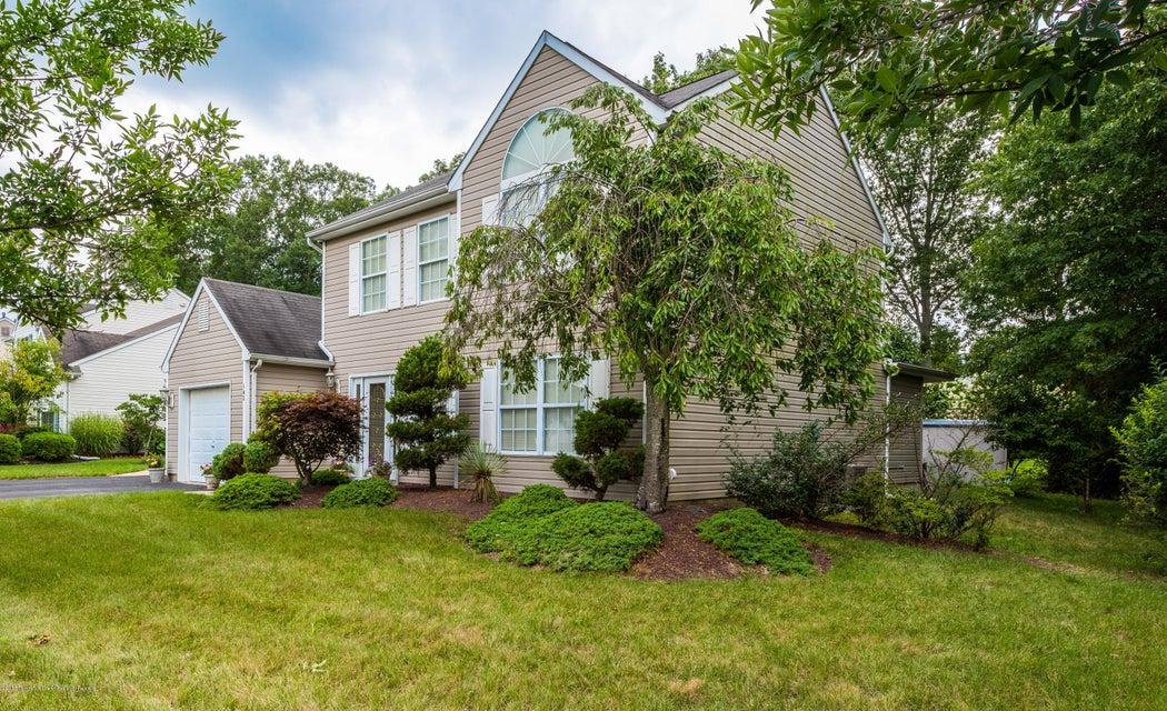 Maison unifamiliale pour l Vente à 105 Cascades Avenue 105 Cascades Avenue Howell, New Jersey 07731 États-Unis