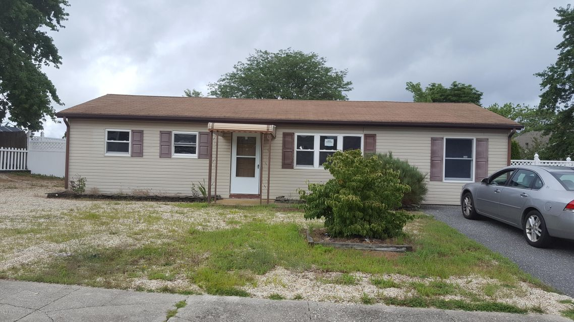 Single Family Home for Rent at 6 Powderhorn Drive Barnegat, New Jersey 08005 United States