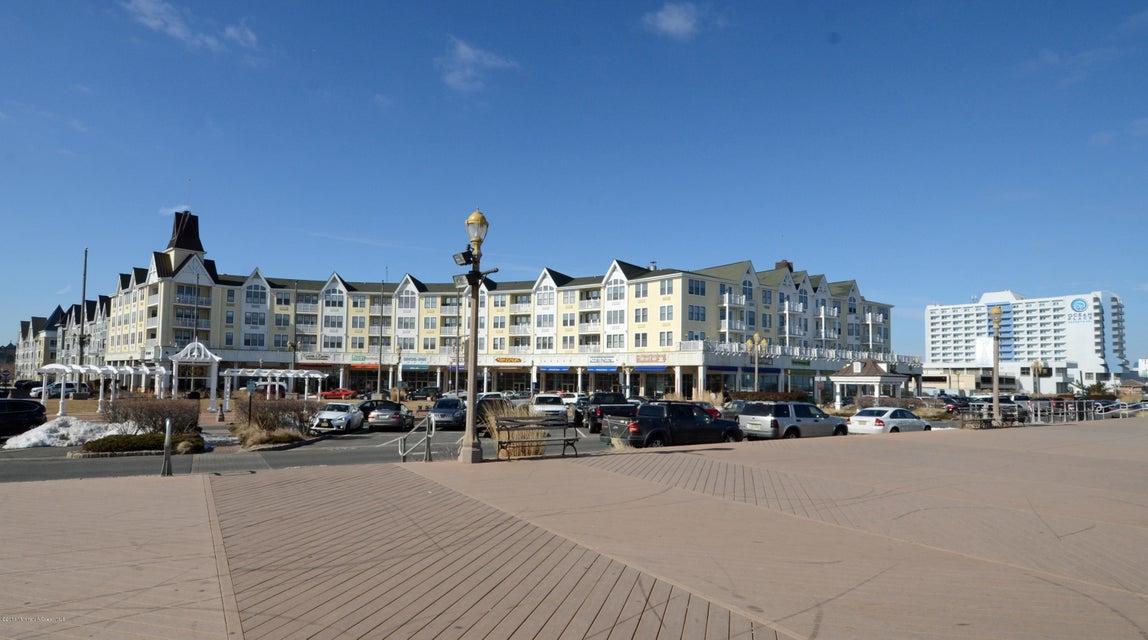 Pier Village Shoppes