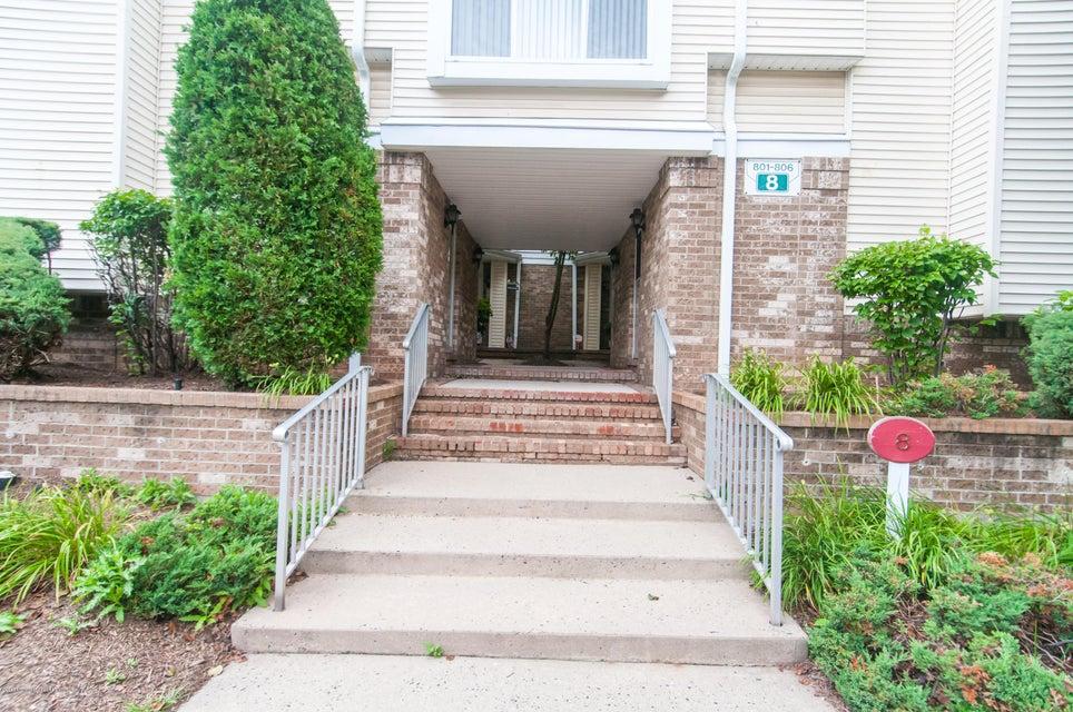 獨棟家庭住宅 為 出售 在 805 Madaline Drive 805 Madaline Drive Avenel, 新澤西州 07001 美國