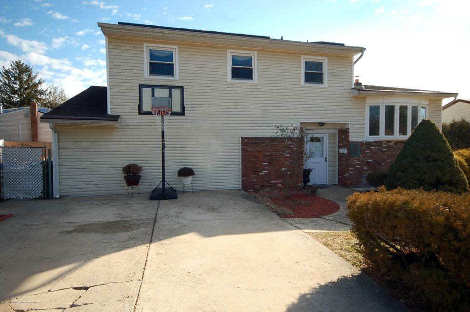 Single Family Home for Sale at 8 Baumer Road 8 Baumer Road Sayreville, New Jersey 08872 United States