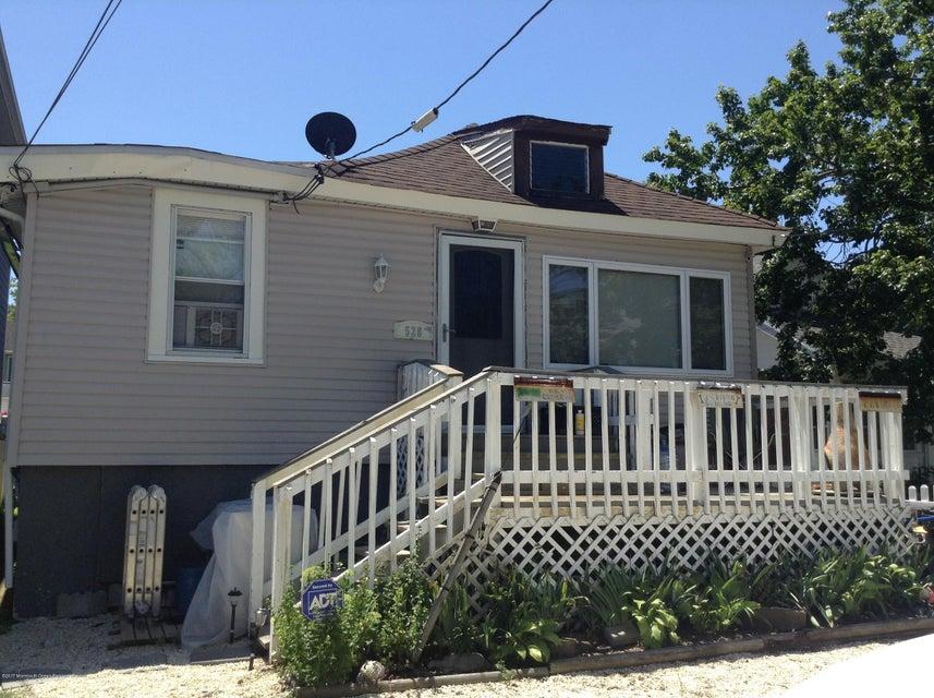 528 E Lakewood Avenue, Ocean Gate, NJ 08740