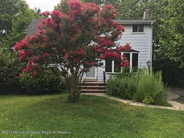 Maison unifamiliale pour l Vente à 29 Richard Avenue Hopelawn, New Jersey 08861 États-Unis