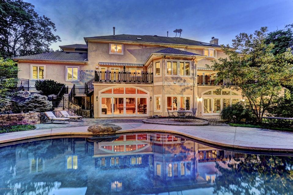Entertainer's Backyard Oasis
