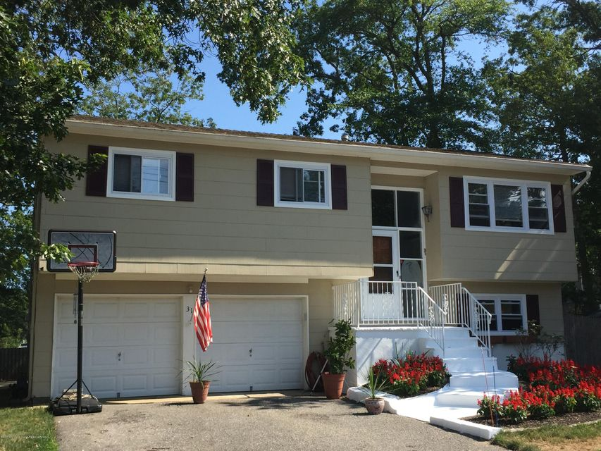 独户住宅 为 销售 在 31 Brown Avenue 31 Brown Avenue Pine Beach, 新泽西州 08741 美国