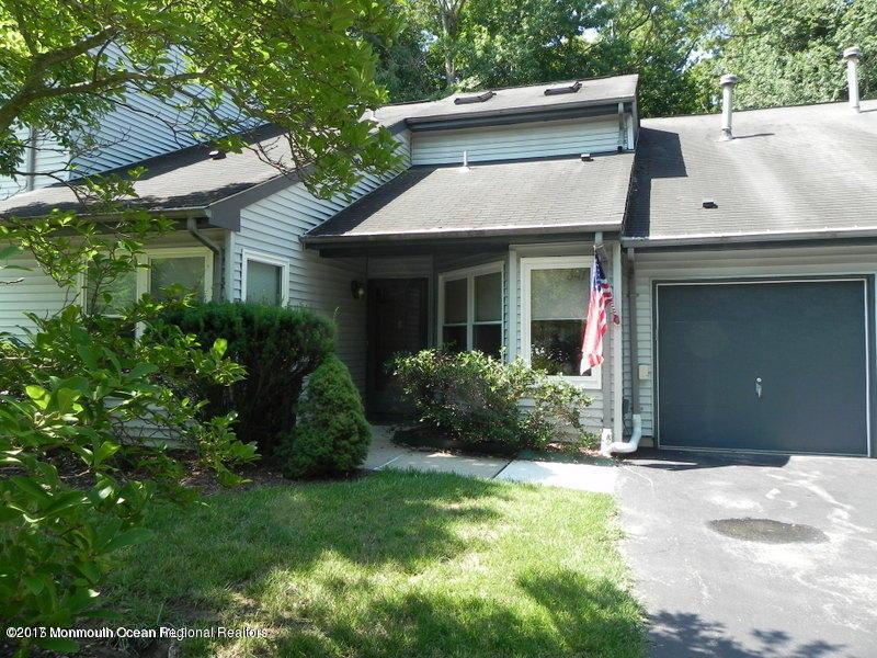 独户住宅 为 出租 在 347 Sunshine Court 英语城, 新泽西州 07726 美国