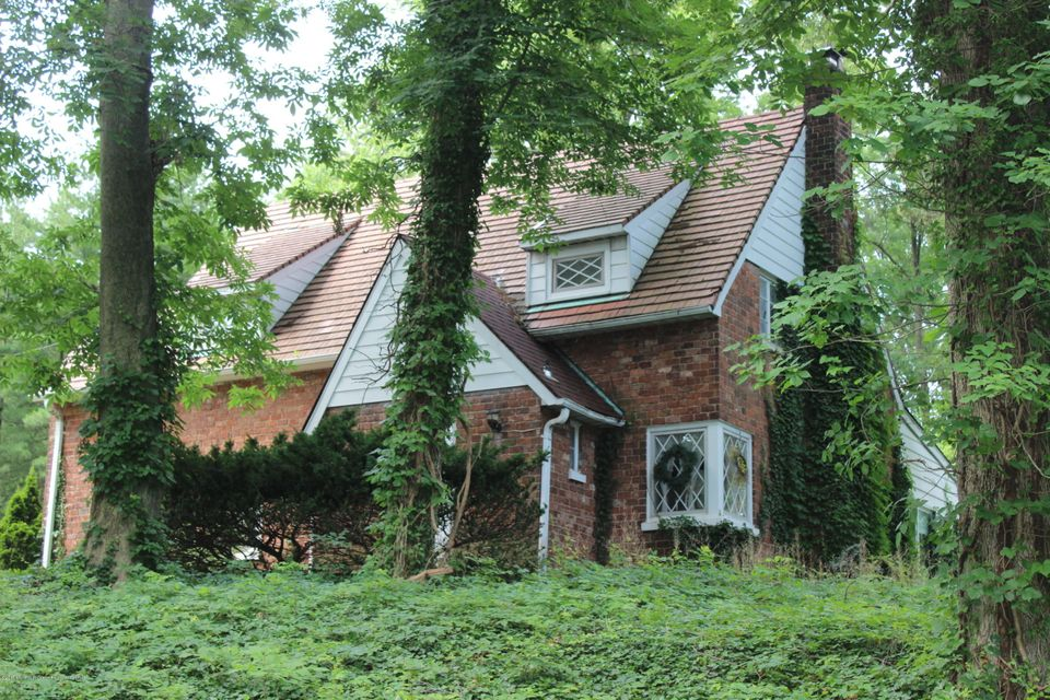 Single Family Home for Sale at 375 Chain O Hills Road 375 Chain O Hills Road Colonia, New Jersey 07067 United States