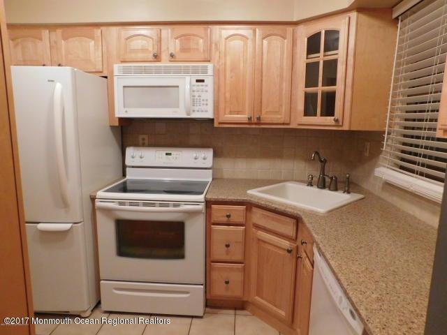 共管式独立产权公寓 为 出租 在 1007 Wellington Place 亚伯丁, 新泽西州 07747 美国
