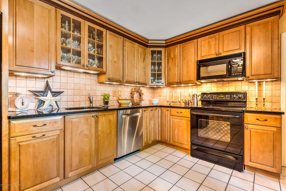 Additional photo for property listing at 58 Townsend Drive 58 Townsend Drive Middletown, New Jersey 07748 Vereinigte Staaten