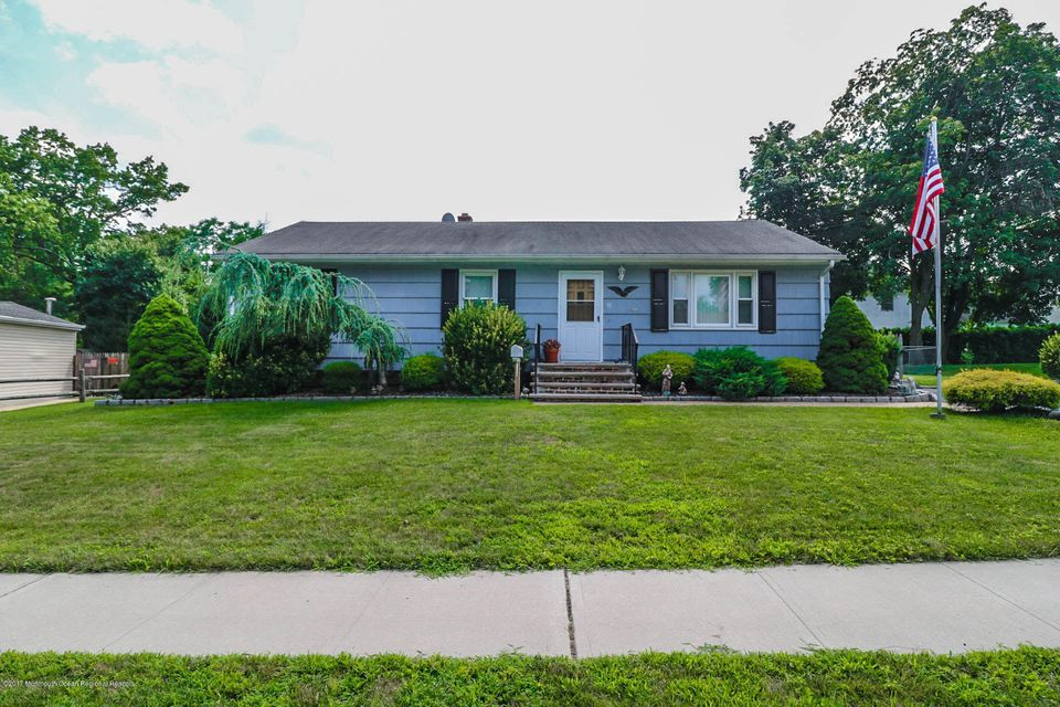 Single Family Home for Sale at 95 Clyne Avenue Spotswood, New Jersey 08884 United States