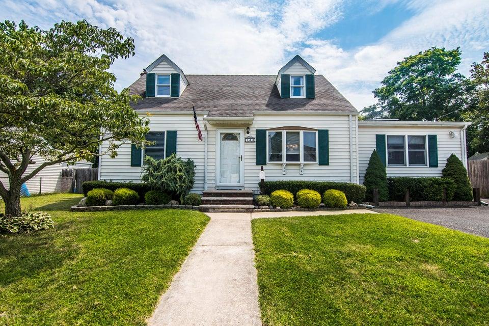 Einfamilienhaus für Verkauf beim 143 7th Street Belford, New Jersey 07718 Vereinigte Staaten