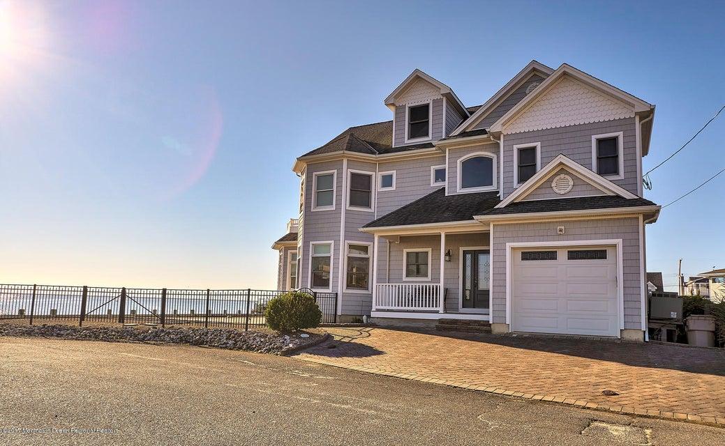 獨棟家庭住宅 為 出售 在 260 Dogwood Drive 260 Dogwood Drive Bayville, 新澤西州 08721 美國