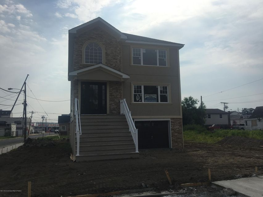 Single Family Home for Sale at 30 Seabreeze Way Keansburg, New Jersey 07734 United States