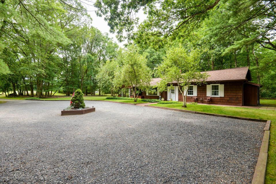 Additional photo for property listing at 313 Maxim Road  Howell, Nueva Jersey 07731 Estados Unidos