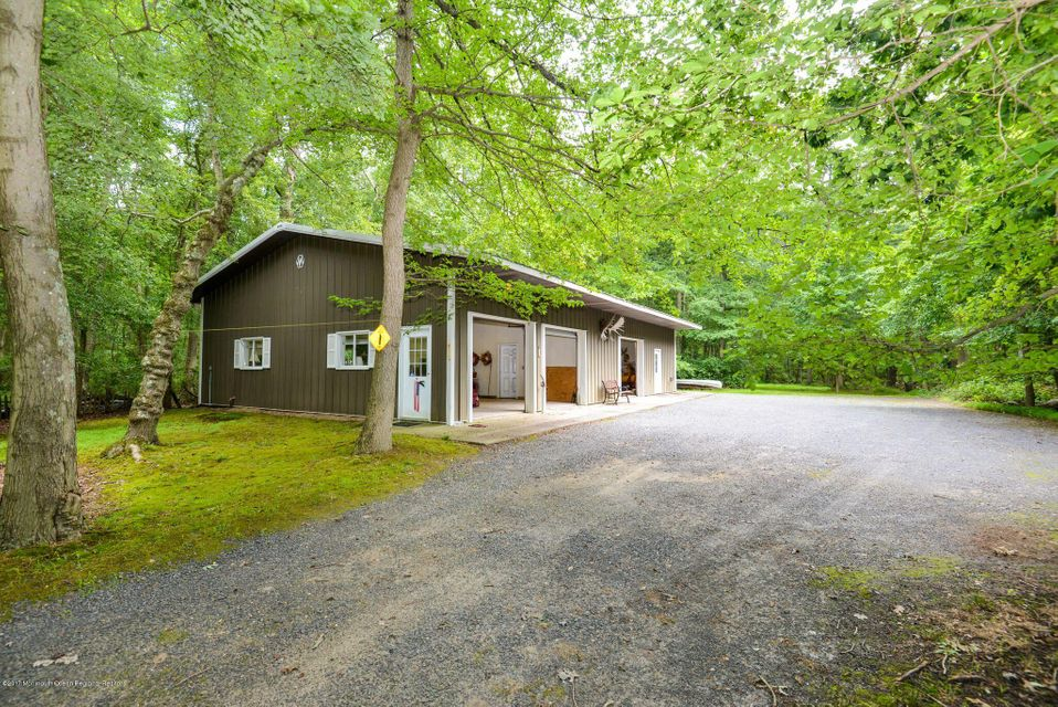 Additional photo for property listing at 313 Maxim Road 313 Maxim Road Howell, New Jersey 07731 Stati Uniti