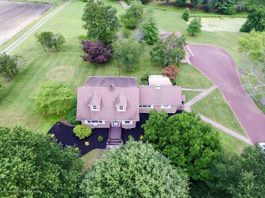 Maison multifamiliale pour l Vente à 313 Maxim Road Howell, New Jersey 07731 États-Unis