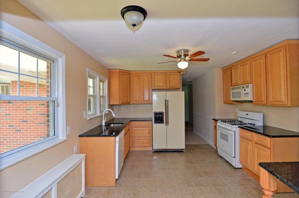 Casa para uma família para Venda às 337 Buckelew Avenue 337 Buckelew Avenue Monroe, Nova Jersey 08831 Estados Unidos