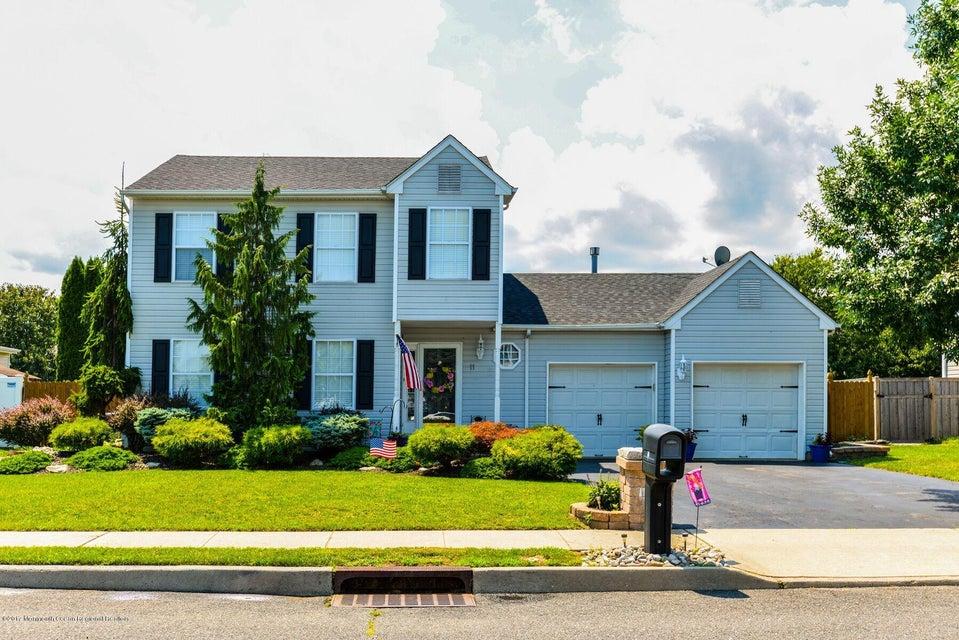 Maison unifamiliale pour l Vente à 11 Acadia Lane 11 Acadia Lane Howell, New Jersey 07731 États-Unis
