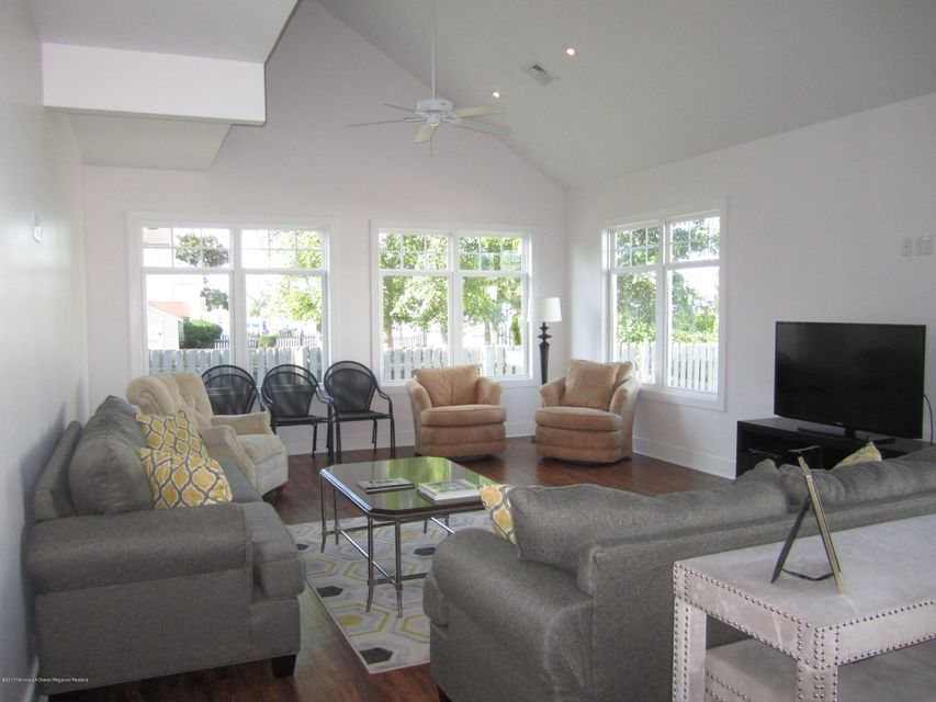 Maison unifamiliale pour l à louer à 69 Sandy Point Drive Brick, New Jersey 08723 États-Unis