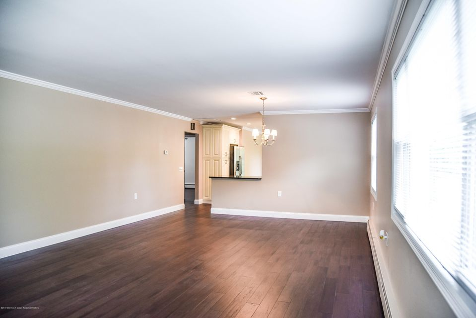 Additional photo for property listing at 224 Torrey Pines Drive 224 Torrey Pines Drive Toms River, New Jersey 08757 Hoa Kỳ