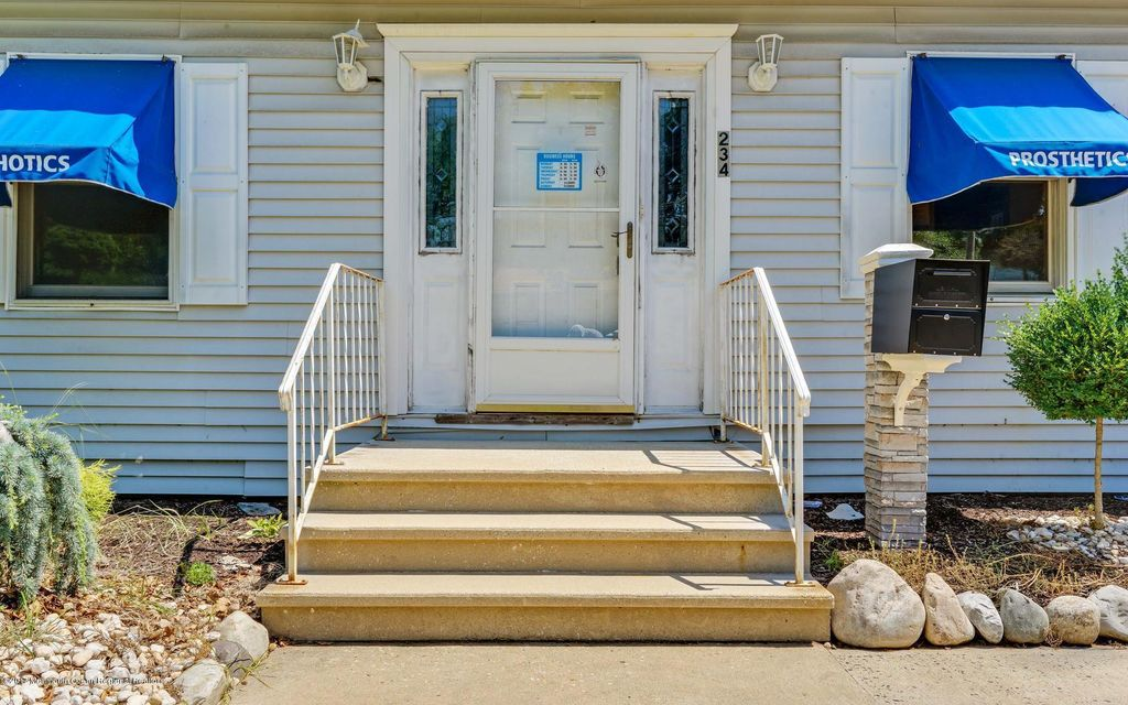 Additional photo for property listing at 234 Ernston Road  Parlin, New Jersey 08859 Stati Uniti