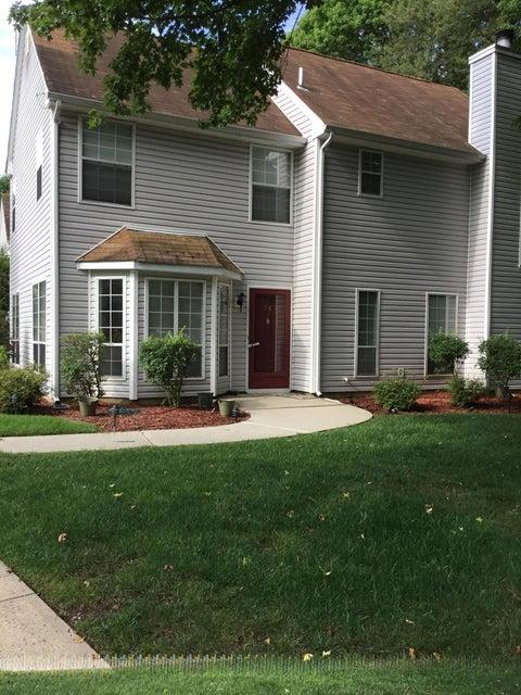 Appartement en copropriété pour l à louer à 76 Foxwood Place Morganville, New Jersey 07751 États-Unis