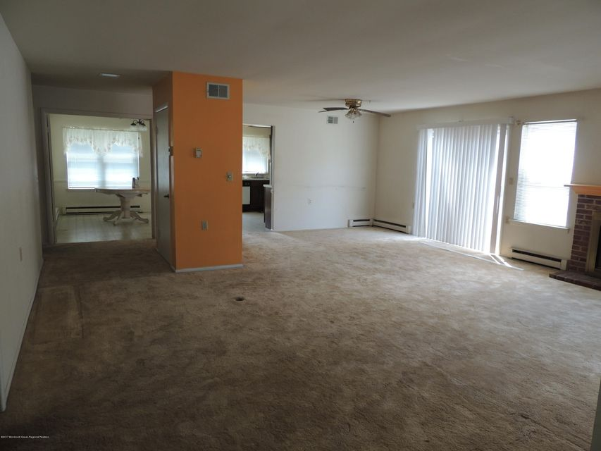 Additional photo for property listing at 942a Liverpool Circle  Manchester, New Jersey 08759 United States