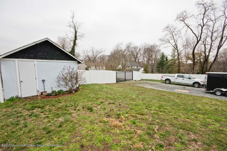Additional photo for property listing at 882 State Route 34  Matawan, New Jersey 07747 États-Unis