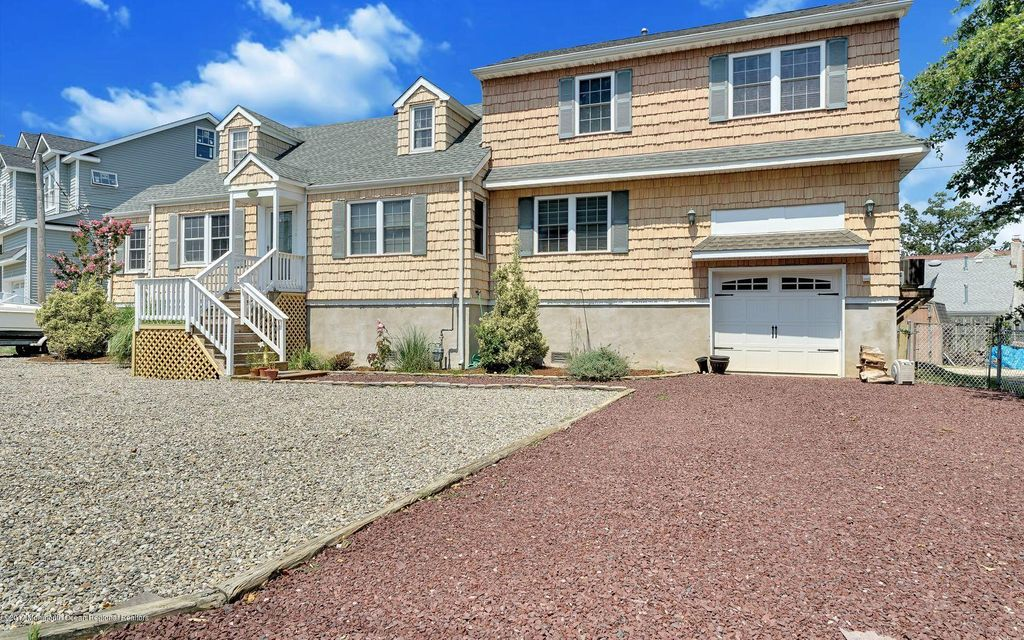 Maison unifamiliale pour l Vente à 2203 Glenwood Drive Point Pleasant, New Jersey 08742 États-Unis