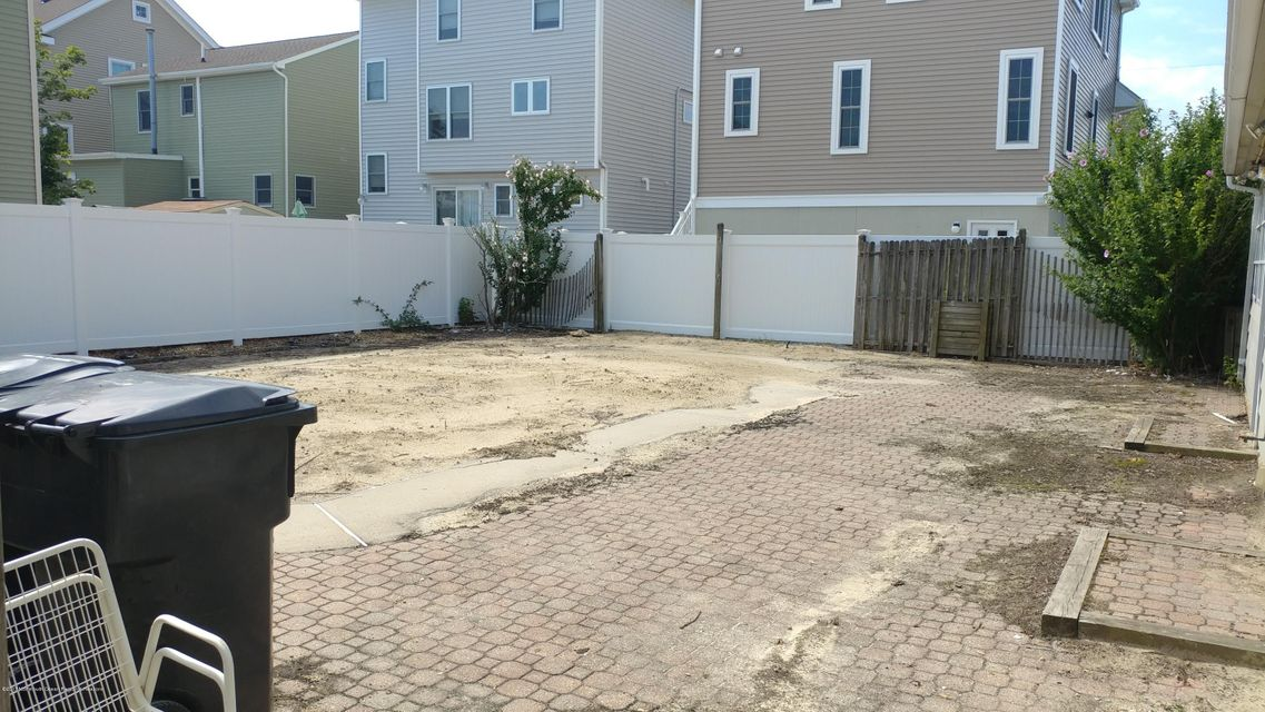 Additional photo for property listing at 259 Fort Avenue 259 Fort Avenue Ortley Beach, New Jersey 08751 Amerika Birleşik Devletleri