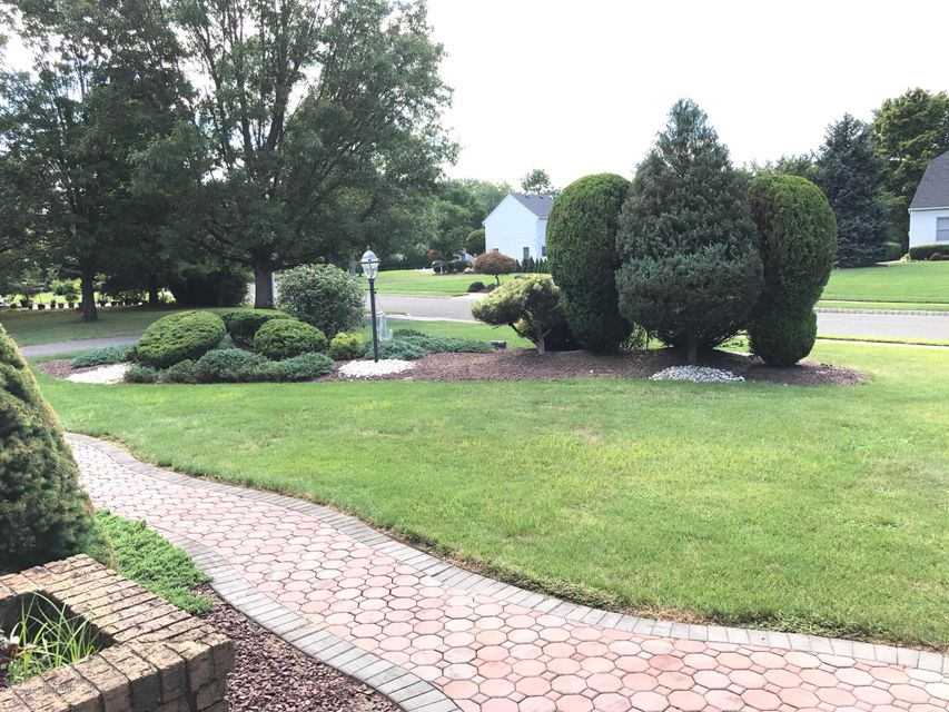Additional photo for property listing at 31 Apache Trail  Freehold, Nova Jersey 07728 Estados Unidos