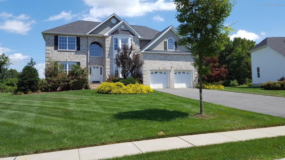 Maison unifamiliale pour l Vente à 28 Avenue K Monroe, New Jersey 08831 États-Unis