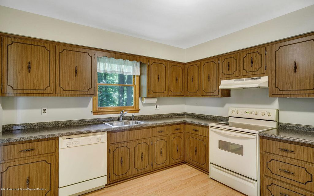Additional photo for property listing at 131 Euclid Avenue  Matawan, New Jersey 07747 Vereinigte Staaten
