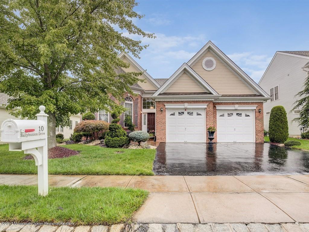 Casa para uma família para Venda às 10 Ballybunion Drive 10 Ballybunion Drive Monroe, Nova Jersey 08831 Estados Unidos