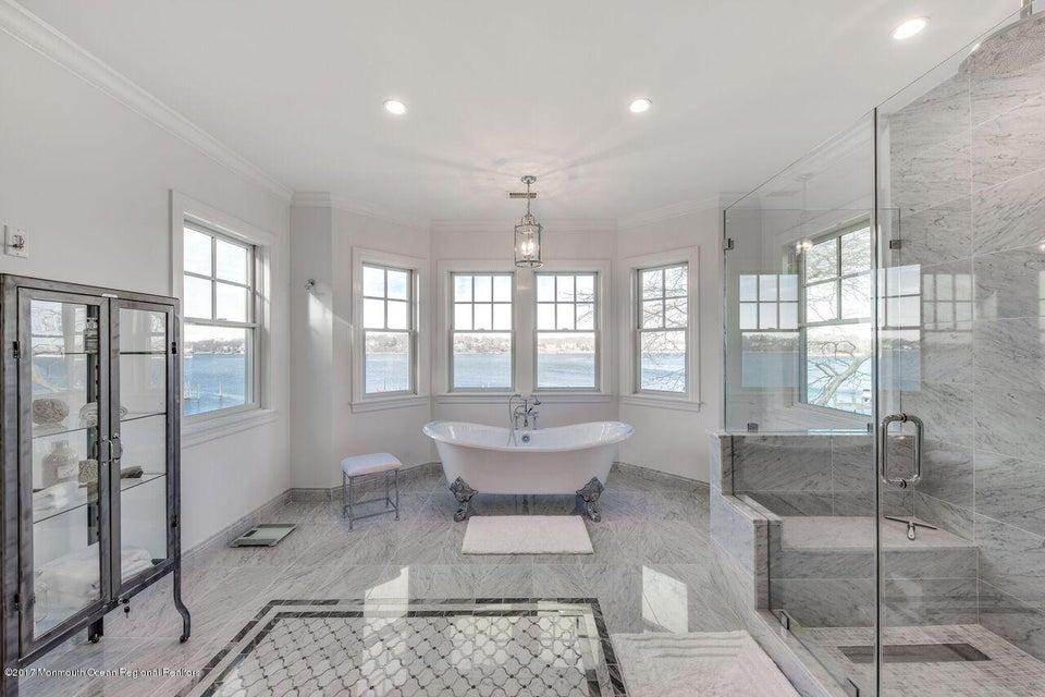 Jason Court Master Bath