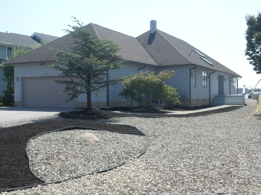 Частный односемейный дом для того Продажа на 1719 Bay Boulevard Point Pleasant, Нью-Джерси 08742 Соединенные Штаты