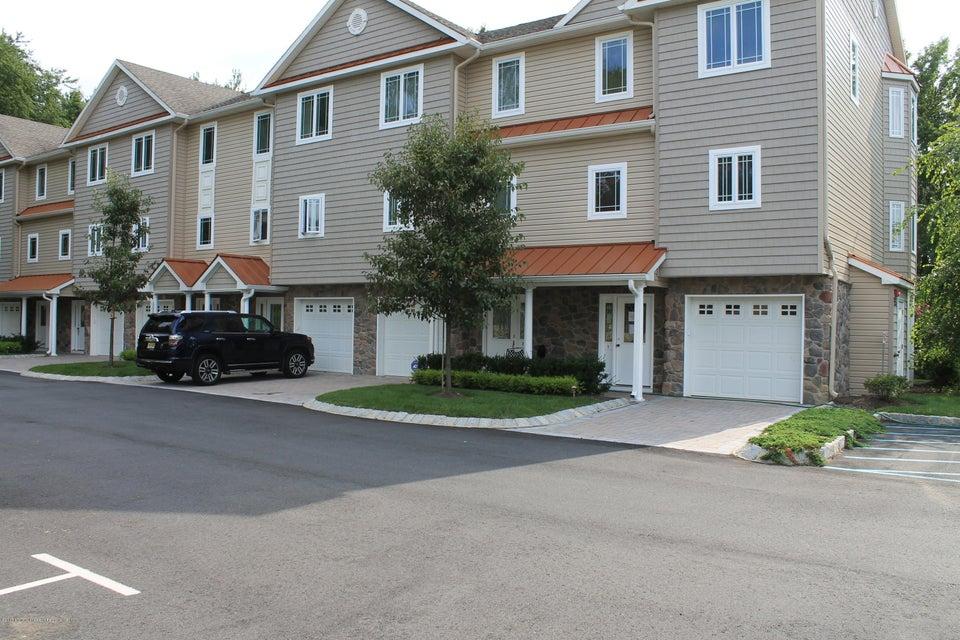 共管式独立产权公寓 为 出租 在 553 Atlantic Avenue 亚伯丁, 新泽西州 07747 美国