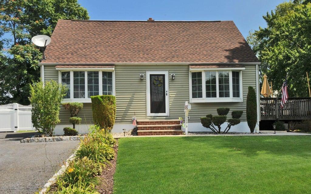 Maison unifamiliale pour l Vente à 156 Tunison Road New Brunswick, New Jersey 08901 États-Unis