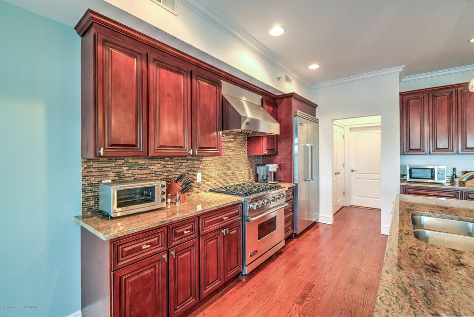 Additional photo for property listing at 11 Wharf Avenue 11 Wharf Avenue Red Bank, New Jersey 07701 Hoa Kỳ