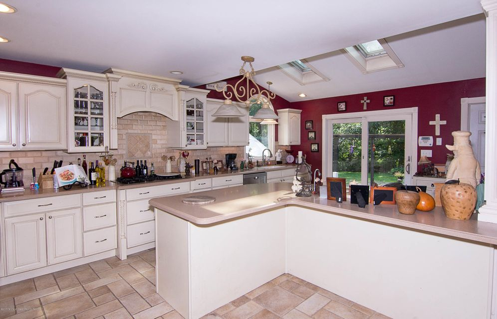 Additional photo for property listing at 528 Woodview Road  Toms River, New Jersey 08755 Hoa Kỳ