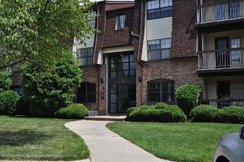 Casa Unifamiliar por un Venta en 1311 Green Hollow Drive Iselin, Nueva Jersey 08830 Estados Unidos