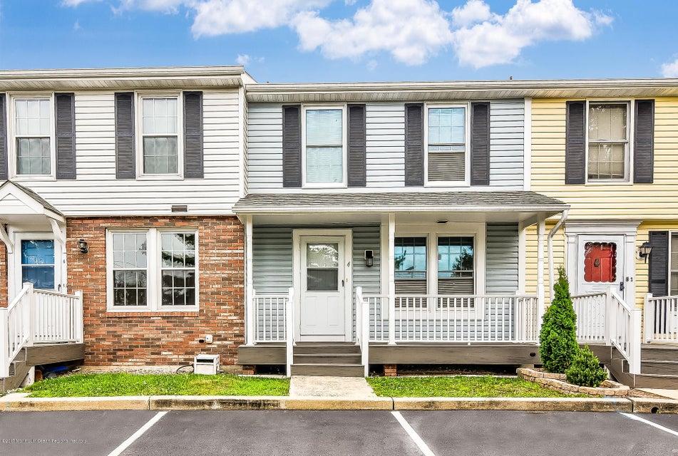 Maison unifamiliale pour l Vente à 4 Dayna Court Perth Amboy, New Jersey 08861 États-Unis