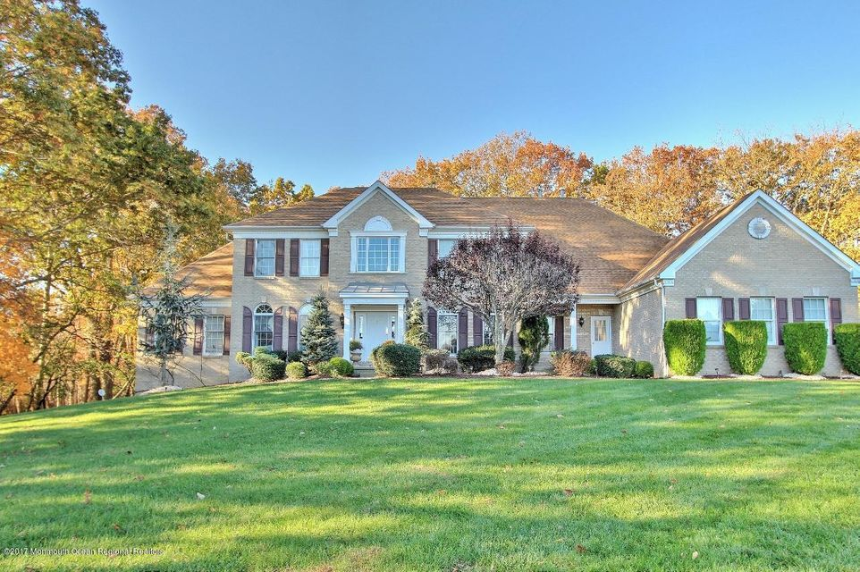 Photo of home for sale at 3 Bobbie Court Court, Manalapan NJ