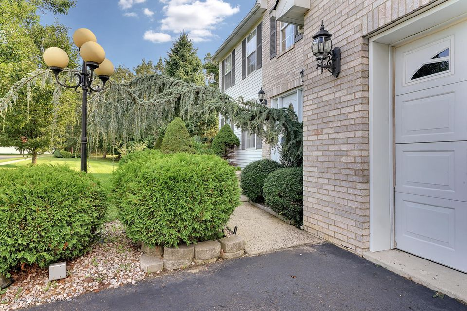 24 Mount Ranier Dr Howell NJ-large-008-4