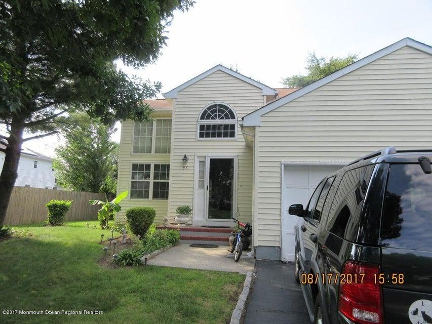 Maison unifamiliale pour l Vente à 98 Mystic Court Cliffwood, New Jersey 07721 États-Unis